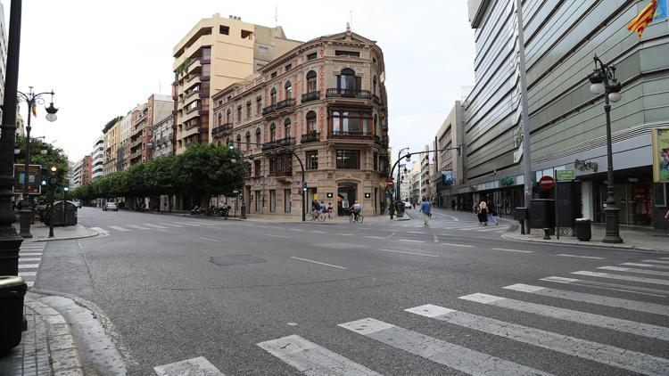 e90a7e31bf8ac7 De meest bekende winkelstraat van Valencia is Calle Colón, hier kun je alle  bekende winkelketens vinden. Ook zijn er meerdere vestigingen van het  grootste ...